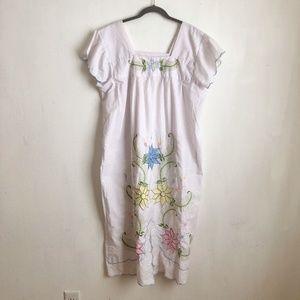 Vintage floral embroidered dress Large white